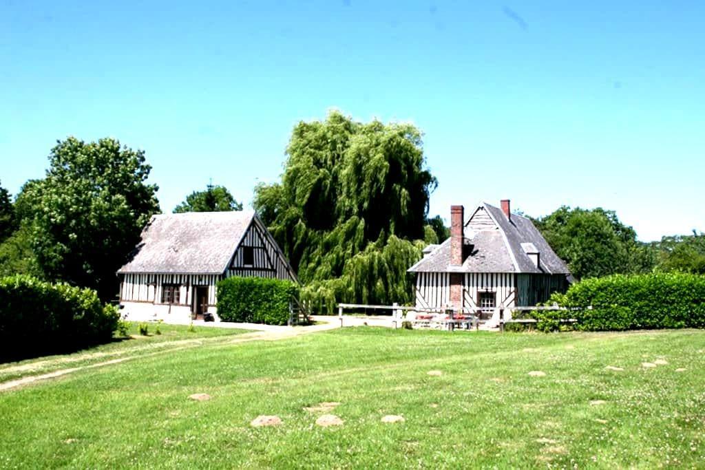 Normandy farmhouse - Saint-Julien-le-Faucon