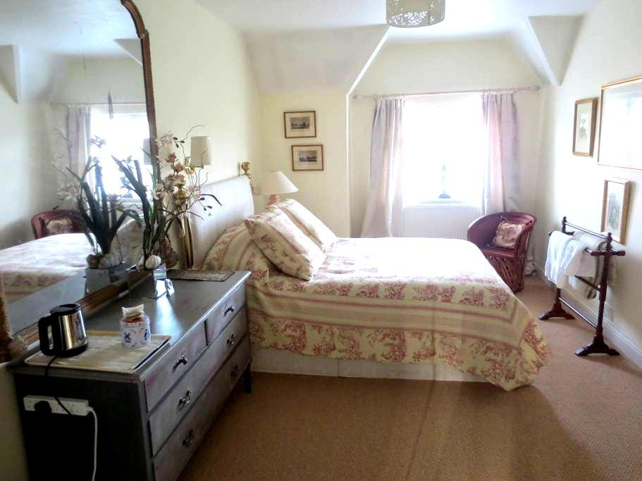 Home from Home - Marlow - Bed & Breakfast
