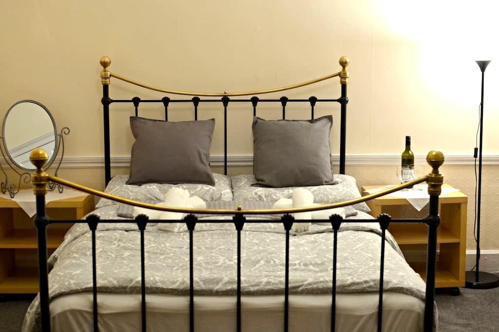 Romantic double room in city centre of Edinburgh - Édimbourg