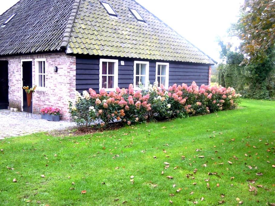 Vrijstaande cottage omgeving Breda - Ulvenhout - Blockhütte