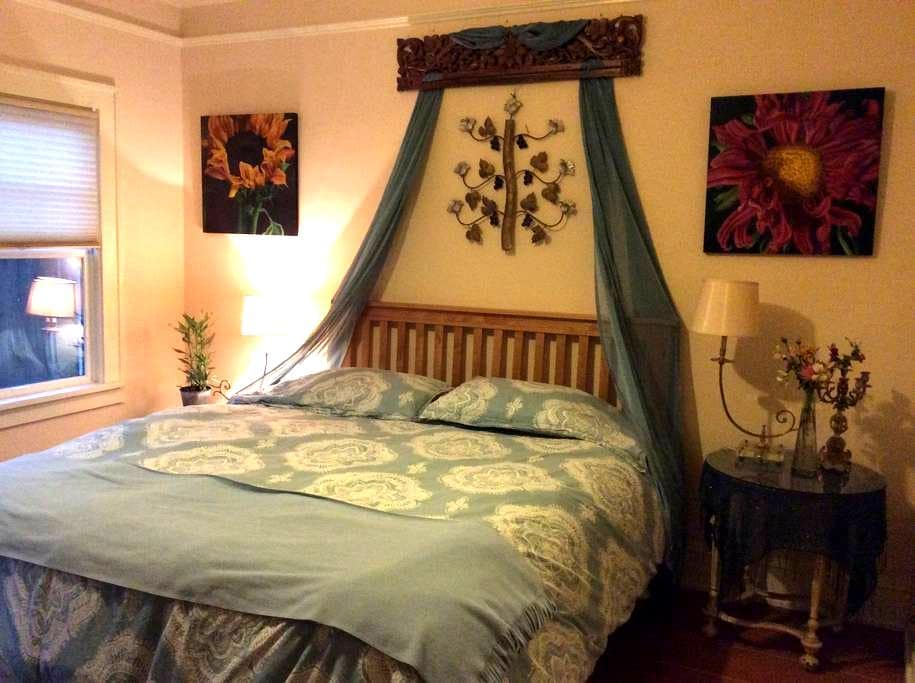 Elegant, spacious and light-filled king bed & bath - Olympia