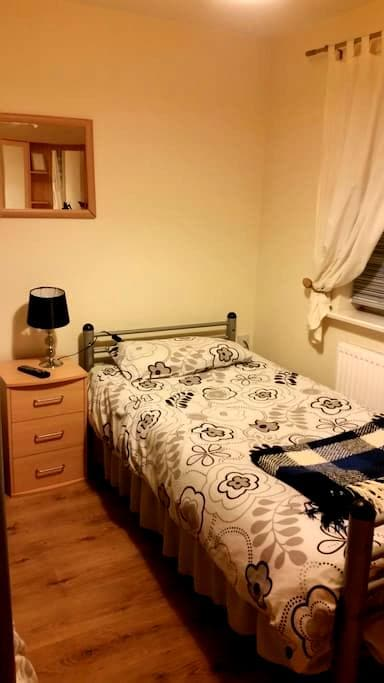 Cozy room in quiet house - Peterborough - บ้าน