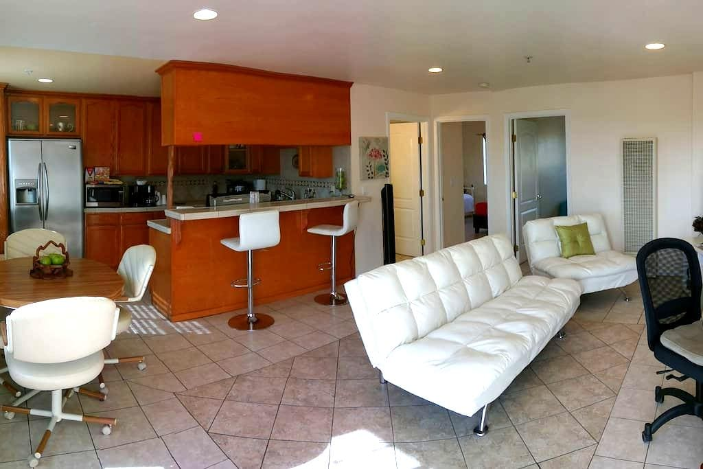 Family & Friends with Private Parking - Los Angeles - Apartment