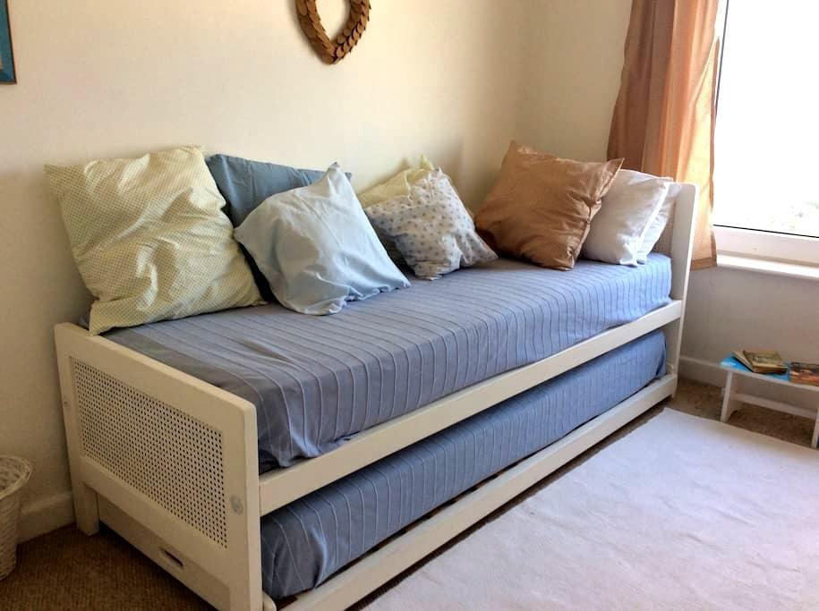 Blue Room, two single beds - St Ives - Dom