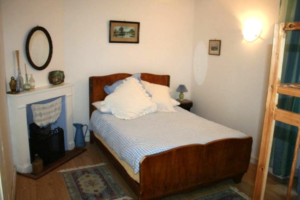 Riverside Gite private terrace - Livinhac-le-Haut - Apartment