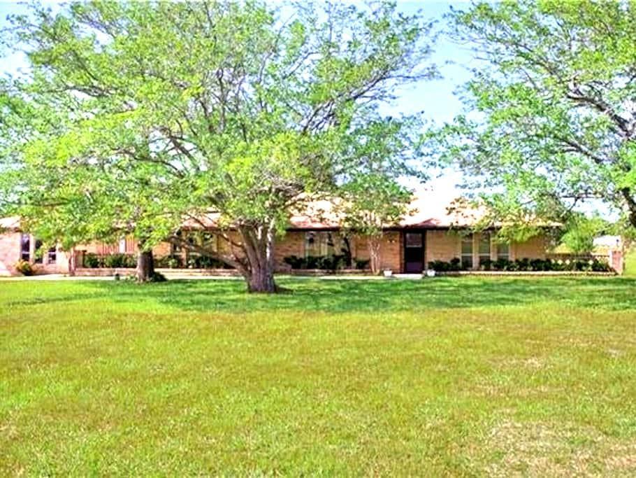 Beautiful 4 Bedroom Farmhouse in Lucas, Texas - Lucas - Rumah