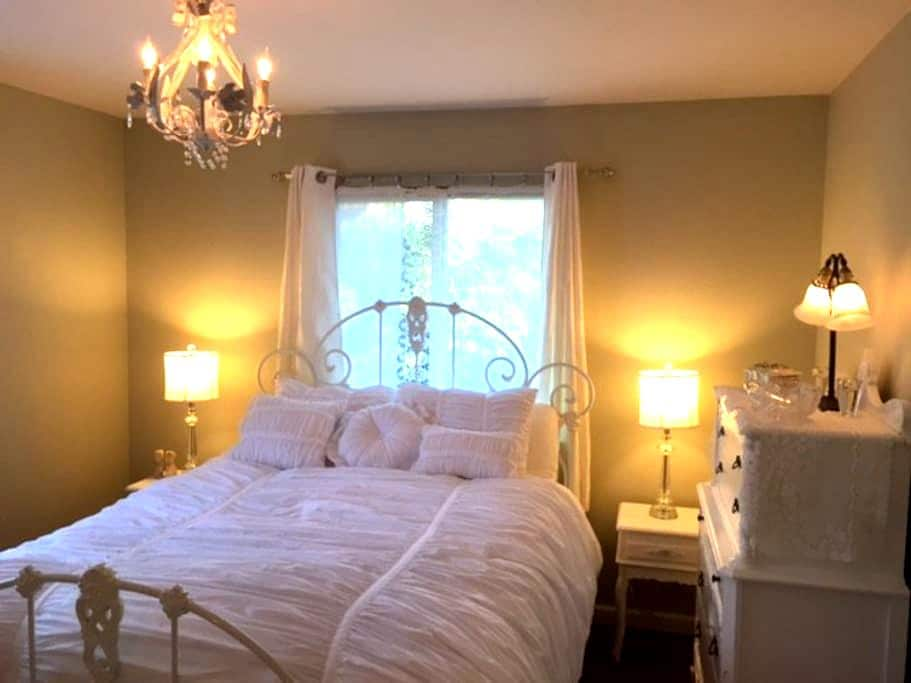 Charming room, living room & bath - Aptos - Hus