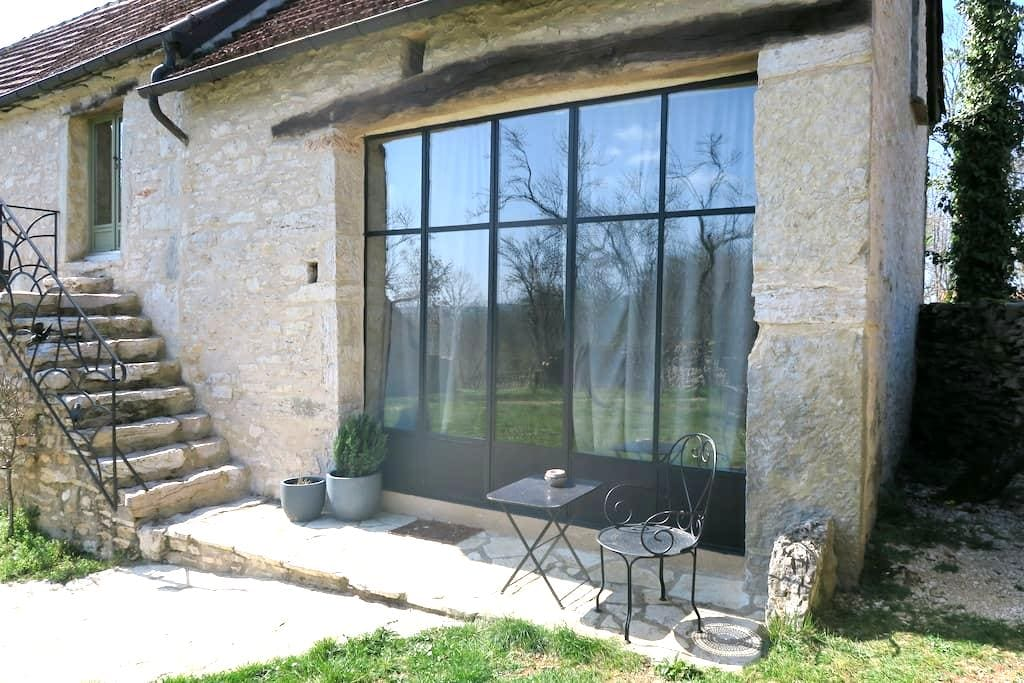 Lofty room in charming farm house - Lugagnac - Hus