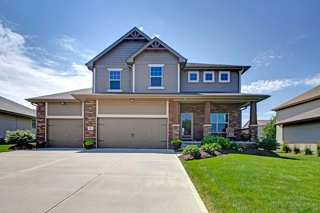 LARGE BEAUTIFUL HOME 5 BED/4 BATH - Omaha - Casa