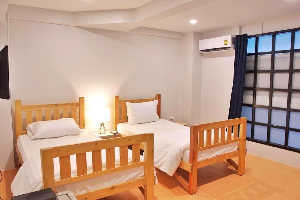 Twin Room with Private Bathroom opp. BNH #202 - Bangkok