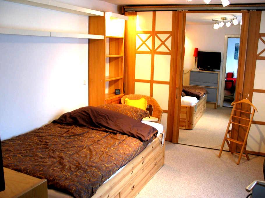 Ruhiges Zimmer im Münchner Süden 20Min zum Zentrum - Munic - Casa