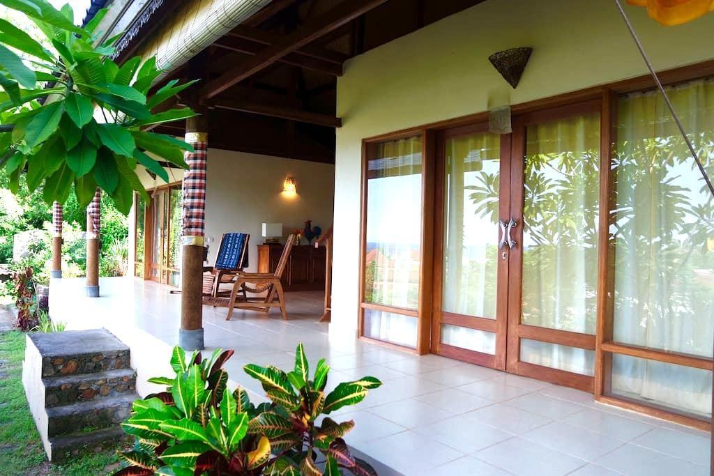 Flamboyant Villa - Manggis - Vila