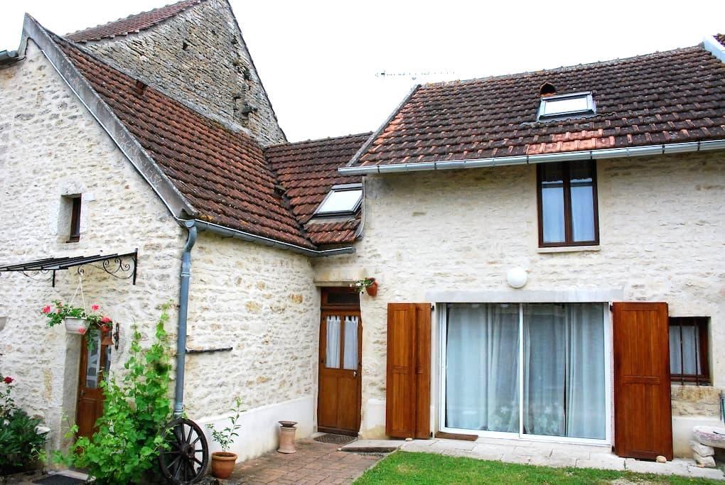 Chambre d'hôtes avec salon privé - L'Isle-sur-Serein