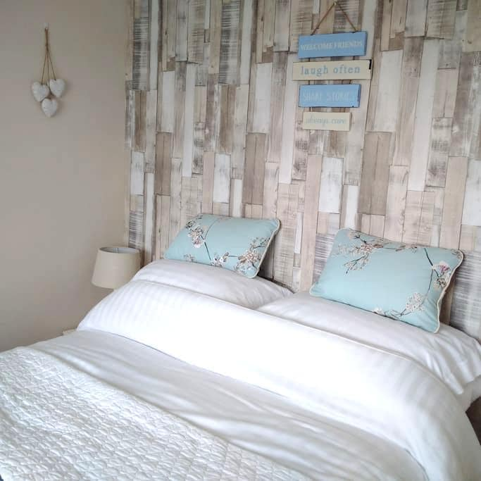 Double Room with Sea View TV Wifi  & Packed Lunch - Newbiggin-by-the-Sea - Huis