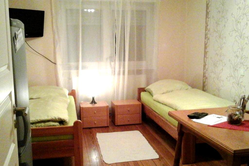 Doppelzimmer auf dem Weingut + eigenem Bad - Angelbachtal - Rumah