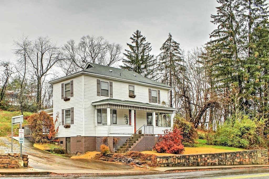 'High Country House' 3BR in Downtown Fayetteville! - Fayetteville - Maison