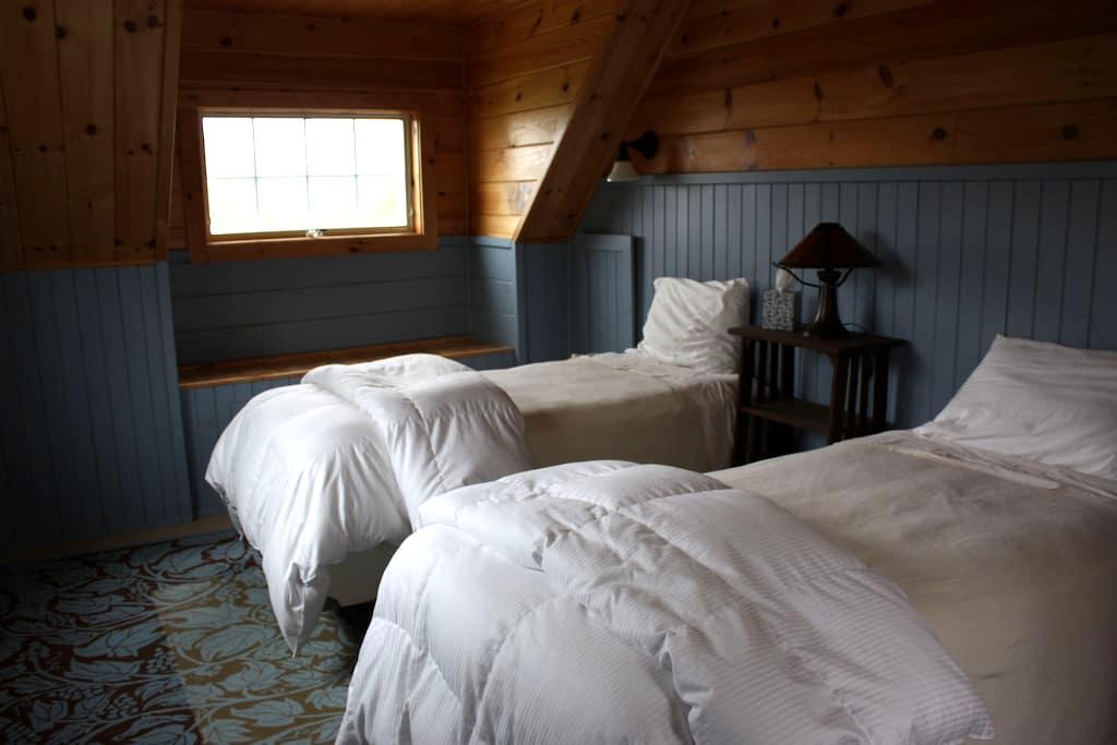 Muzzy Ridge Farm Lambs Room - Searsmont - Bed & Breakfast