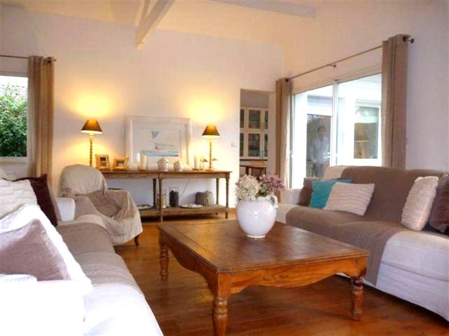 ANDERNOS CHAMBRE SUITE & PETIT DEJ - Andernos-les-Bains - 家庭式旅館