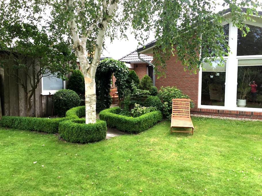 Ferienwohnung mit Terrasse & Garten - Husum - Lejlighed