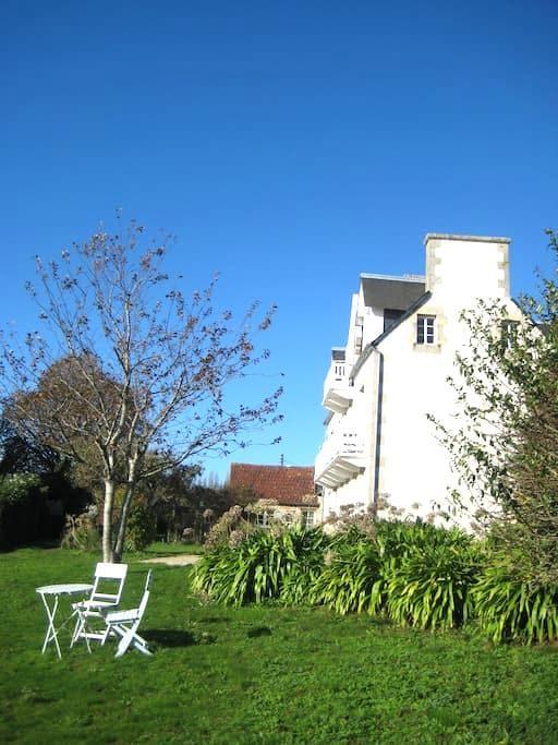 B&B Lan Caradec, chambre bleue - Lézardrieux - 家庭式旅館