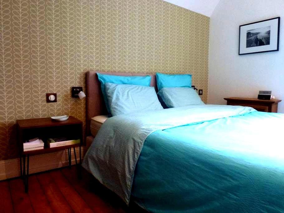Zimmer in einem Haus mit Garten - Vesoul - Dům