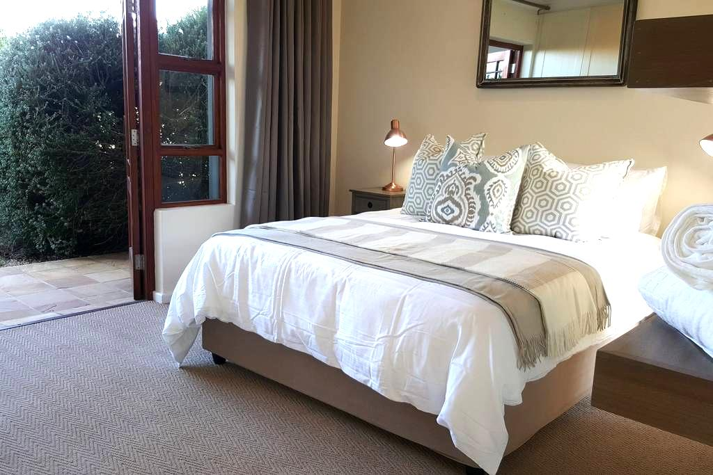 Holiday Accomodation - Six Whale Rock Gardens - Plettenberg Bay - Apartamento