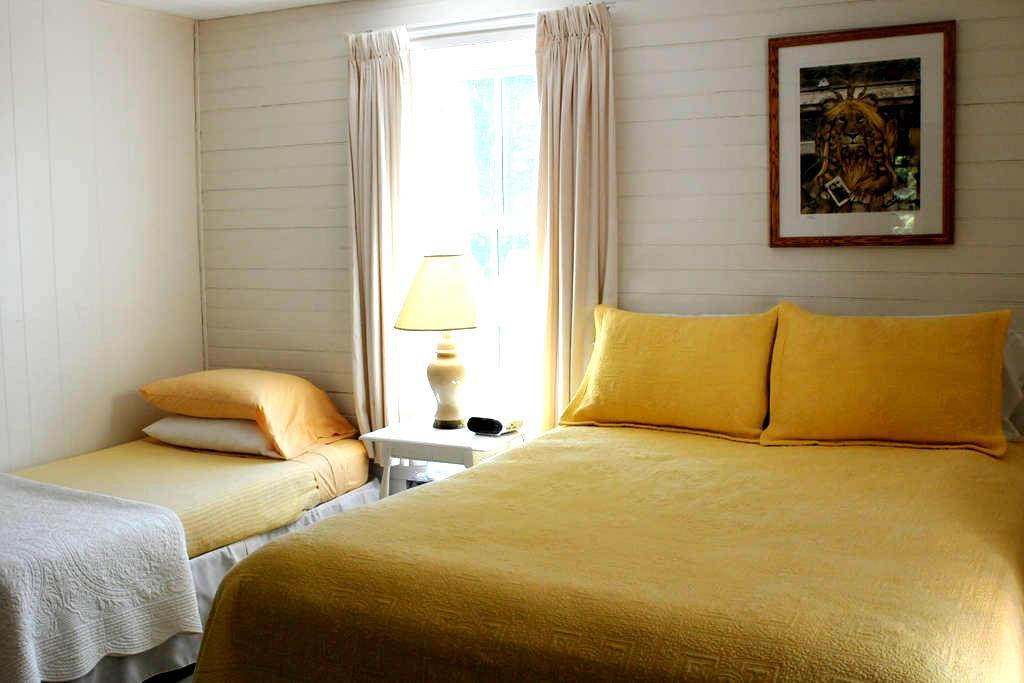Private Room with shared bath - Stella - Casa