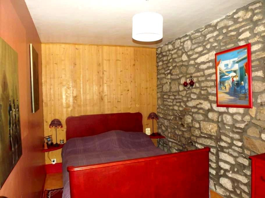 Chambre meublée indépendante en plein centre ville - Quimperlé - 連棟房屋