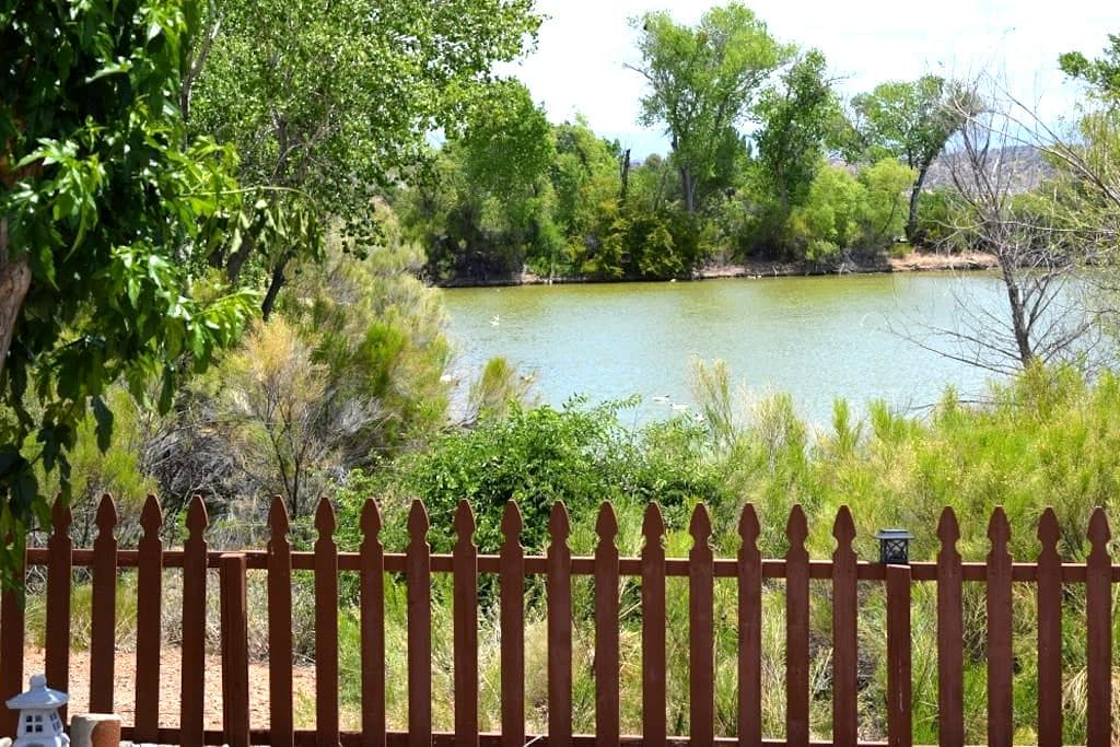 Peaceful Pond View 1BD/1BA Charming Tiny House - Cottonwood