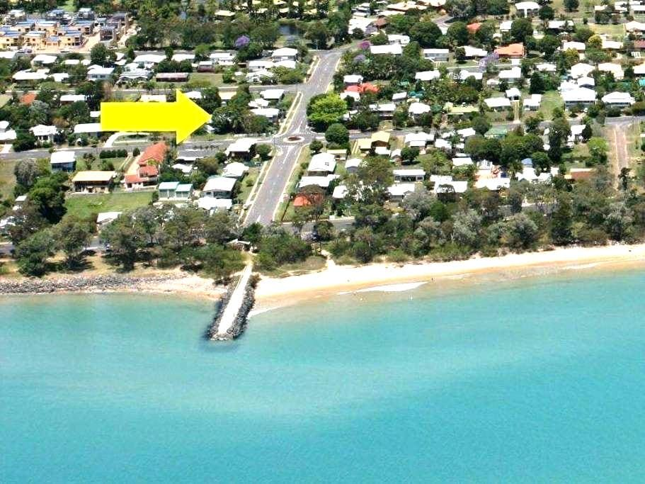 The Pavilion pool-side apartment - Urangan - Apartemen