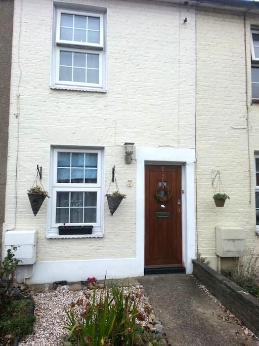 Cosy Two Bed Cottage, Southgate N14 - Southgate - Rumah