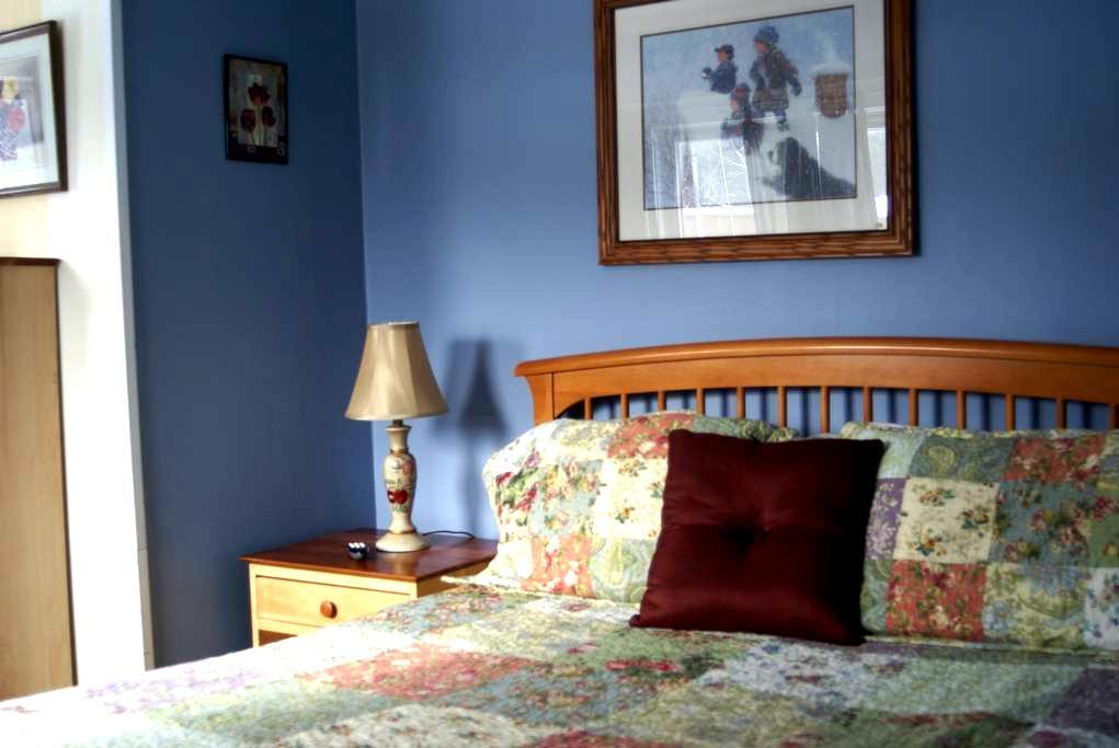 The Jay Village Inn - Queen - Jay - Hotel butik
