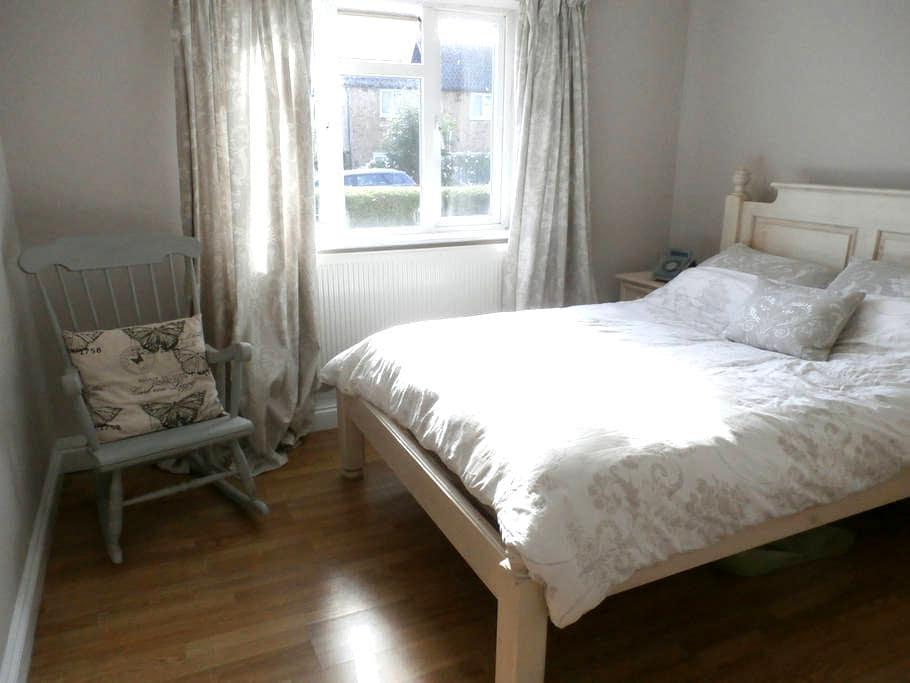 Double bedroom in rural Surrey - Chiddingfold - Lejlighed