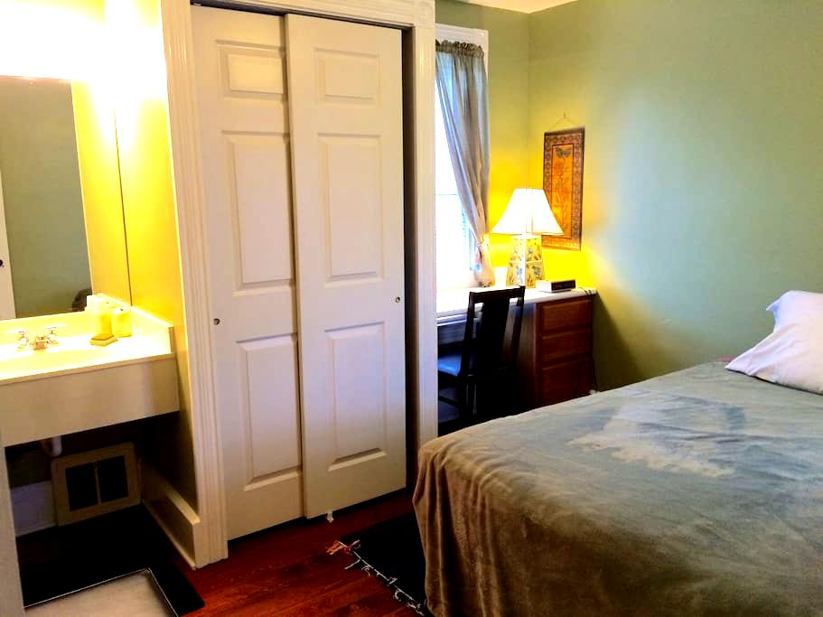 Rooms in Lititz; walk to downtown - Lititz - Dom