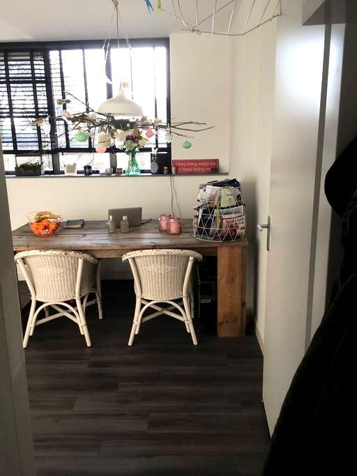 Gezellig appartement vlakbij Tilburg Centrum - Tilburg - Apartamento