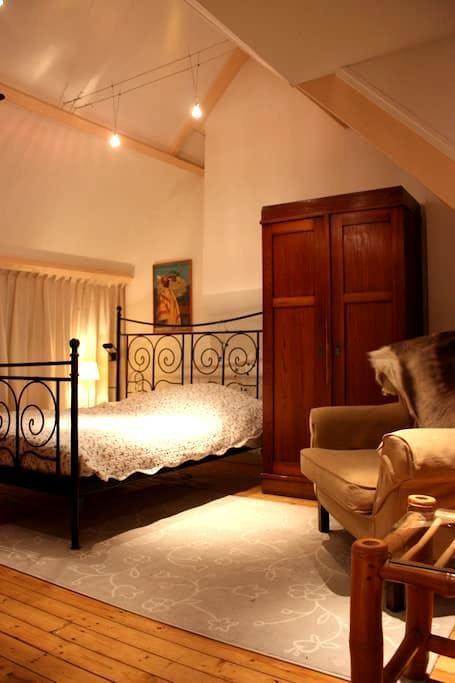 Great room near City and Beach - Haag - Hus