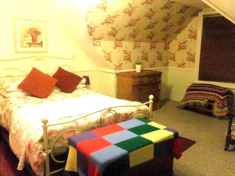 one or two double rooms,£40per room with breakfast - Hailsham