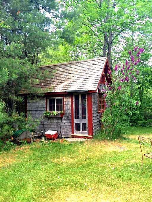 Raven's Crossing - Retreat Cottage - Appleton