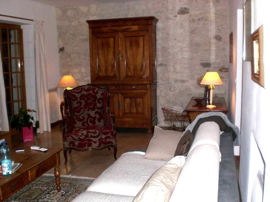 Suite:Chambre , SdD. Salon et Cuisine en partage - Verneuil-sur-Seine - House