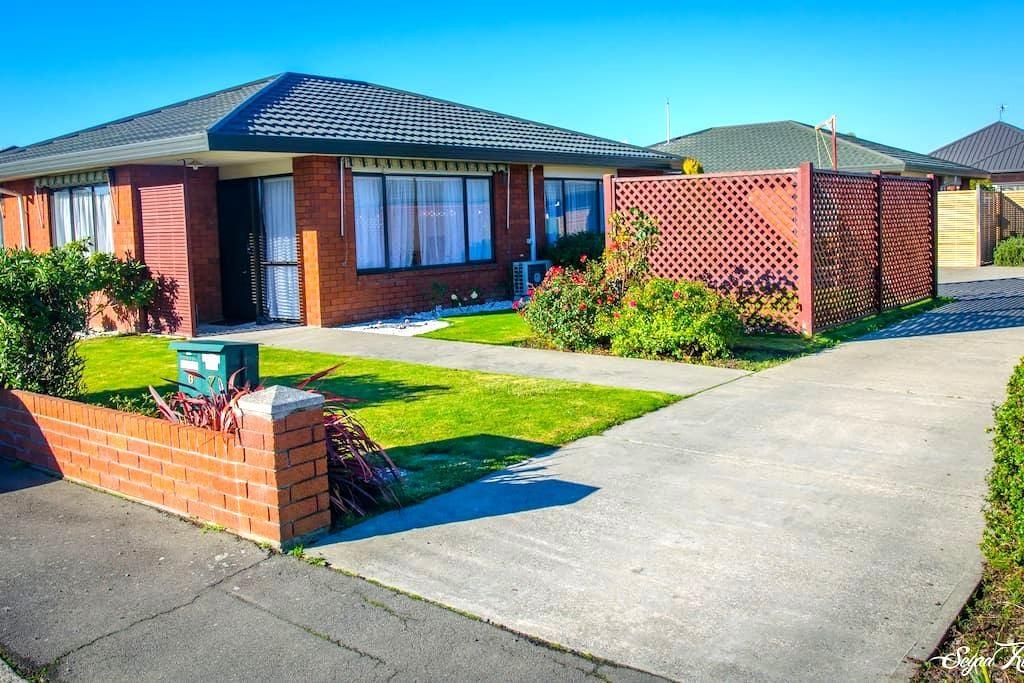 Brand new private en-suite, kitchen, parking & VOD - Christchurch - Apartment