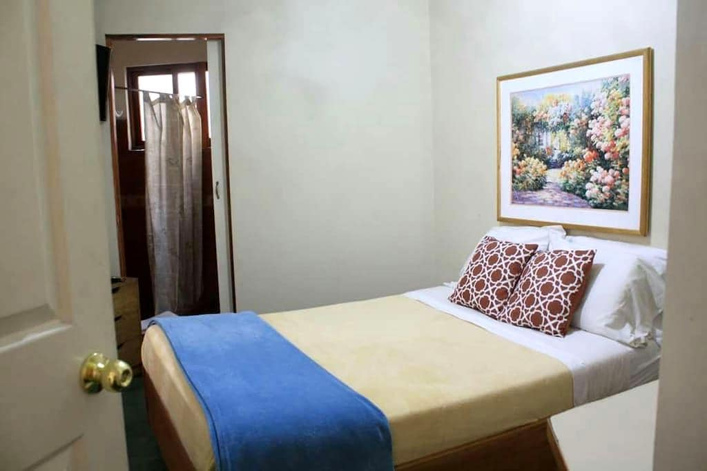 Room with private bathroom - San Pedro - Bed & Breakfast