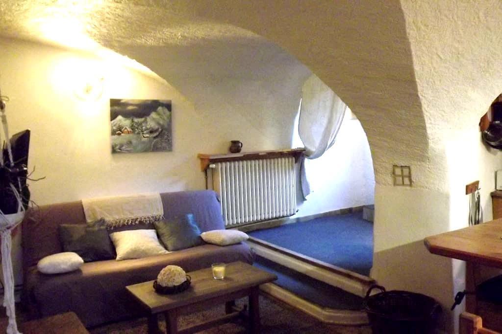 La VOUTE ,Original et douillet, 45m² pour 2 pers - Saint-Chaffrey - Gjestehus