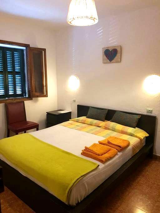 Habitación con cama de matrimonio - Palma de Mallorca - Casa
