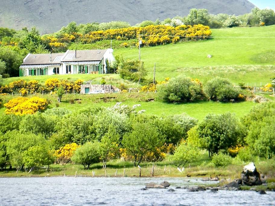 Semi-detached house w/lake view - Toormakeady - 独立屋