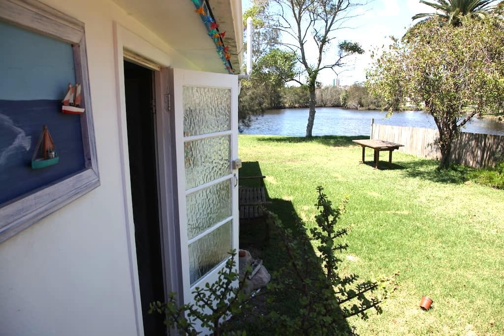 Manly Studio by the Manly Lagoon - North Manly - Bungalow