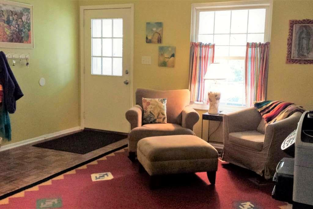 Your Wooded Guest House in the City - Columbus - Hus