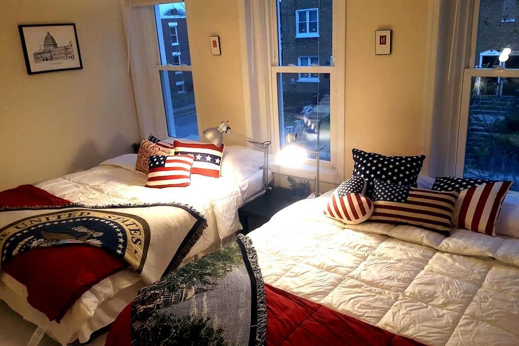 2 Queen Bed Bedroom in H ST / Capitol Hill Rowhome - Washington - Huis