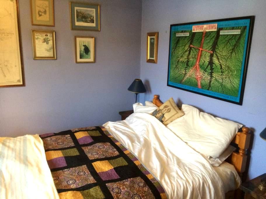 Nice bedroom just of the High St - Wendover - Гестхаус