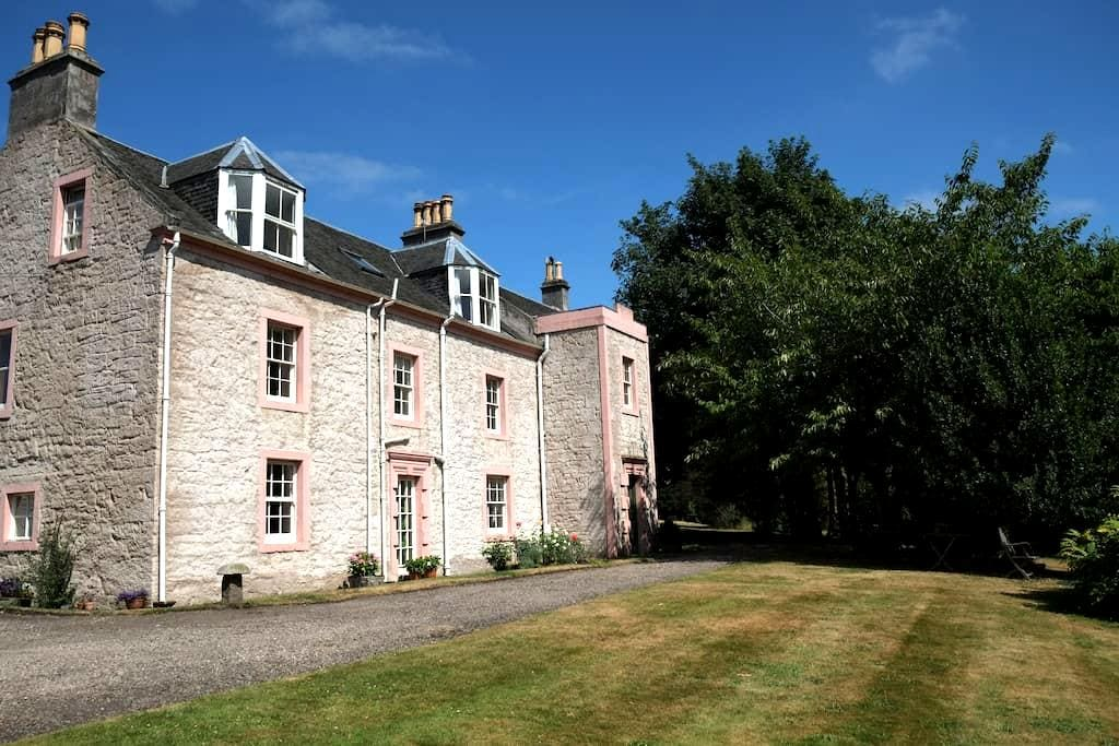 Torryburn House - a tranquil oasis - very central! - Torryburn