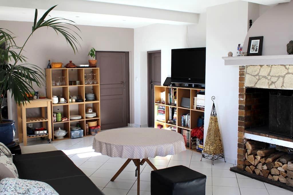 Apartment in provençal village - Carros - Apartamento